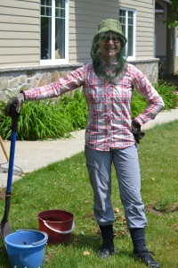 Exemple de tenue adéquate pour jardiner.